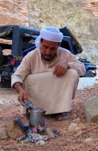 араб, на привале, Синайский полуостров, горный пейзаж, Египет, пустынное плато