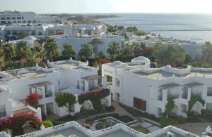 вид сверху на соседние отели, смотровая башня, маяк, Шарм Эль Шейх, отдых в Египте, Melia Sharm, Coral Beach Montazah Rotana Resort, Baron Resort, Baron Palms Resort, Coral Sea Sensatori Resort