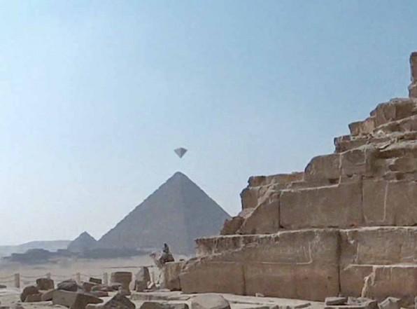 НЛО над пирамидами Гизы. Видео